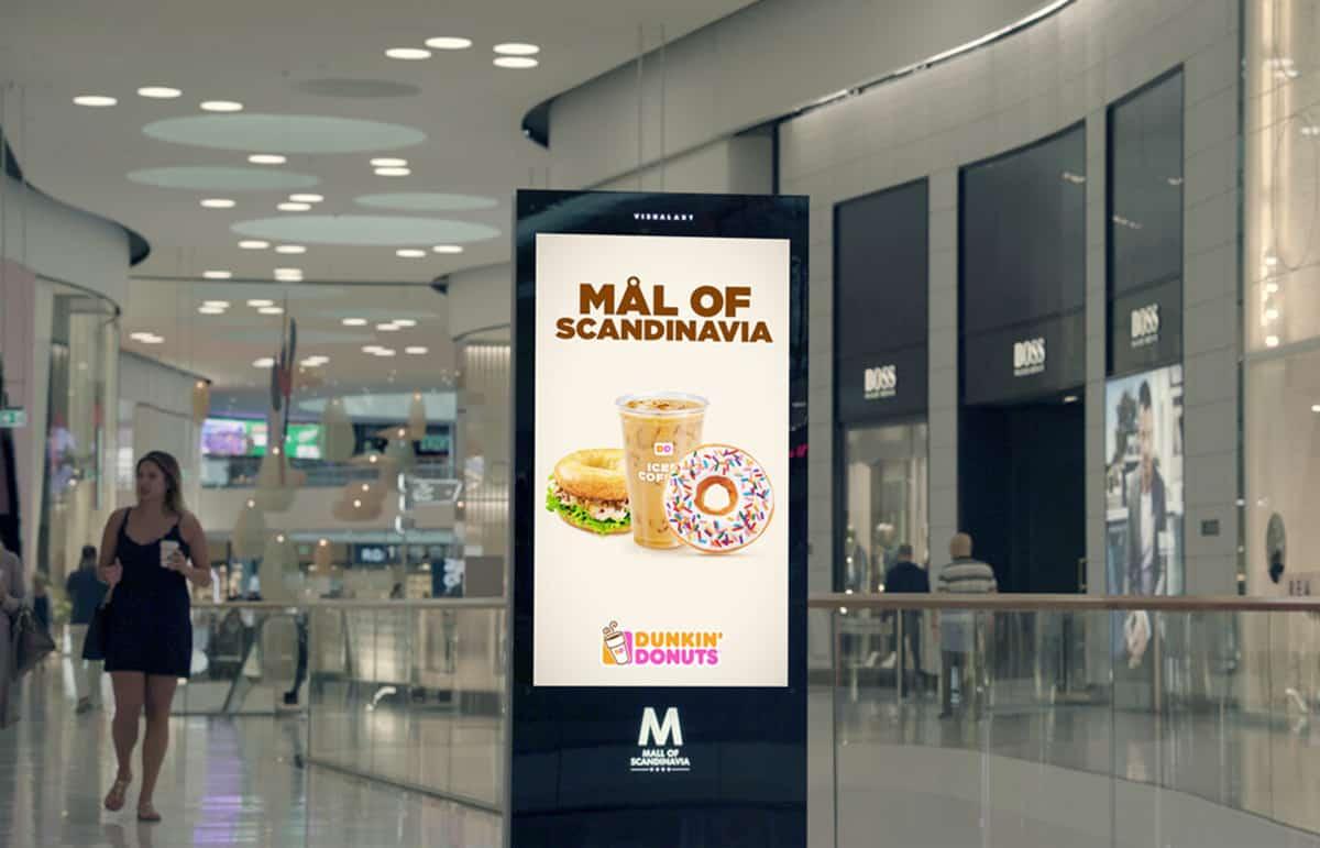 Totem d'affichage dynamique dans un centre commercial